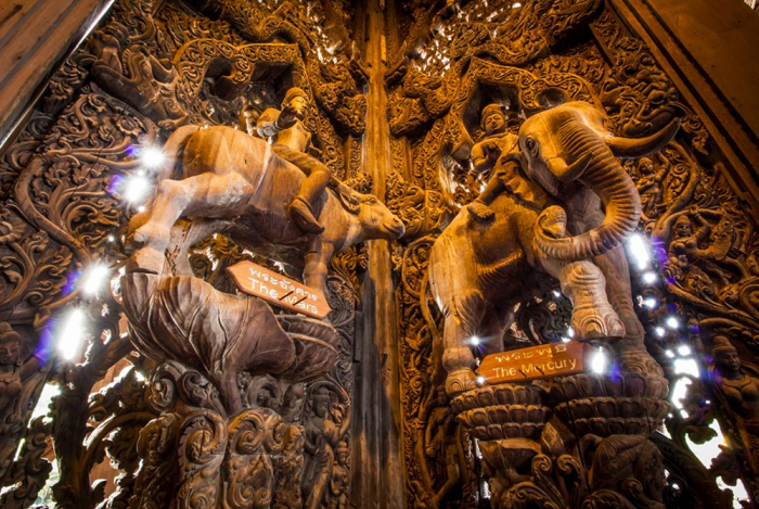 Деревянные скульптуры в храме / Фото: https://vt.guru
