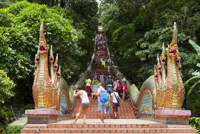 Лестница с нагами / Фото: www.tripsavvy.com