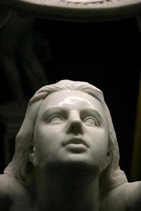 Сульптура «Поклонение диску»