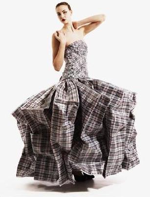 Платье из 21 хозяйственной сумки