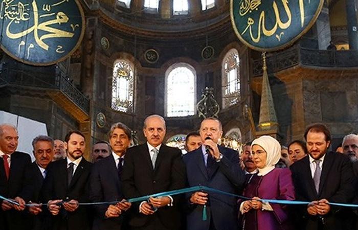 Эрдоган в (теперь уже) мечети Софии