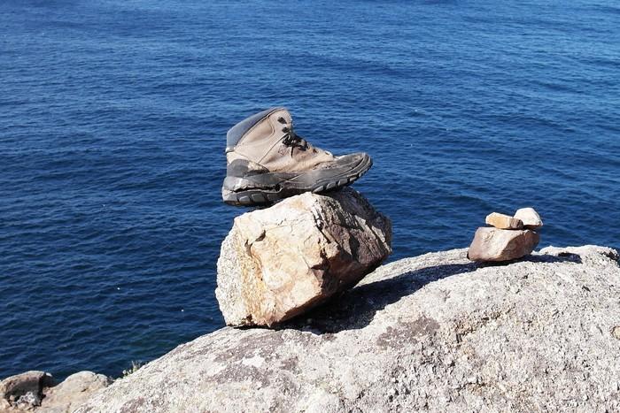 Обувь паломника, оставленная на Краю Земли