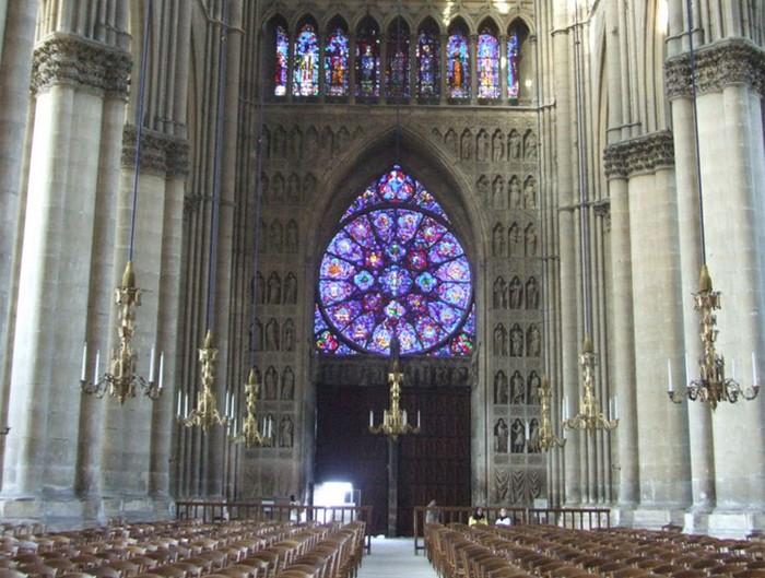Зеленый Notre Dame de Paris в Нидерландах