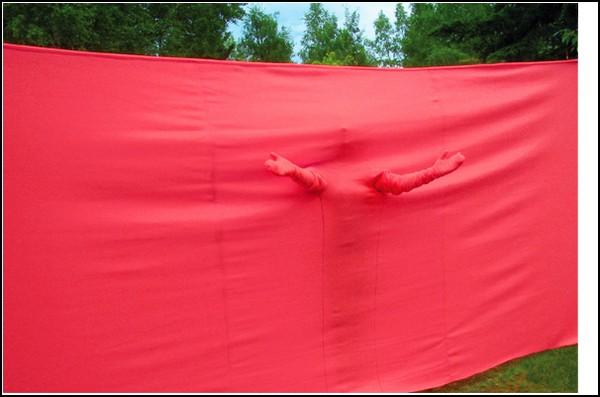 Стена для анонимных объятий «Anonymous Hugging»  от Китры Дин Диксон (Keetra Dean Dixon)