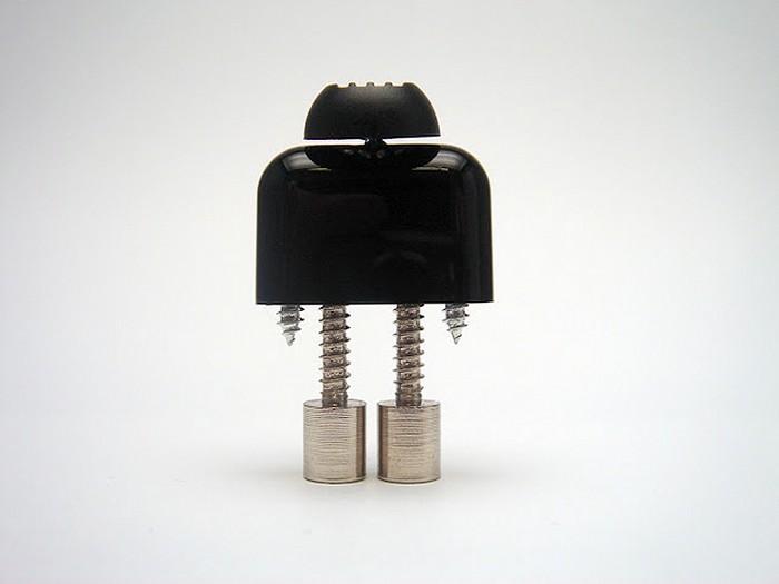 Astrono, Mr. RoBot и другие — миниатюрные роботы из старых деталей