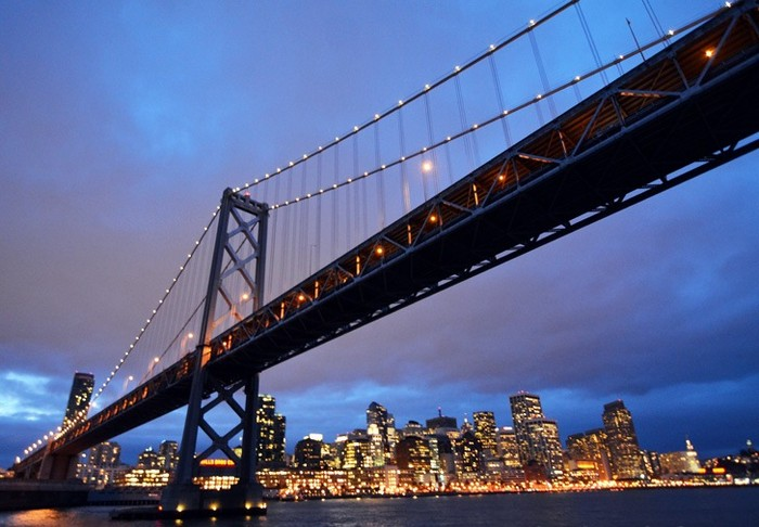 Oakland Bay Bridge в Сан-Франциско: самая большая в мире световая инсталляция