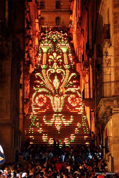 Фестиваль Scala Illuminata на лестнице Scalinata di Santa Maria del Monte