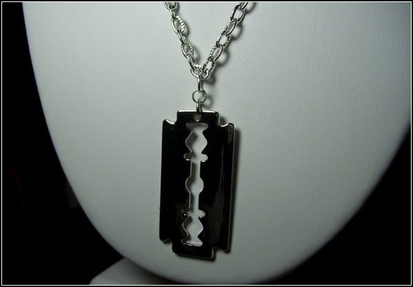 Ожерелье-лезвие