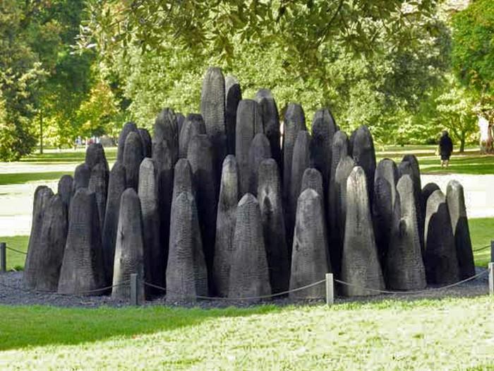 Красота сгоревших деревьях в скульптурах от Дэвида Нэша (David Nash)