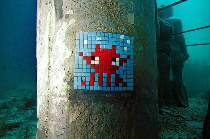 Совместное творчество Space Invader и Jason deCaires Taylor