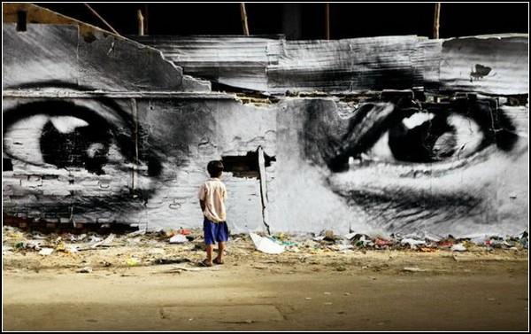 Лица города в пронзительных граффити художника JR