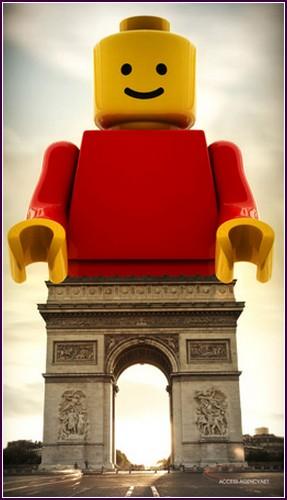 Необычный взгляд на LEGO. Взрослые игры с детскими игрушками