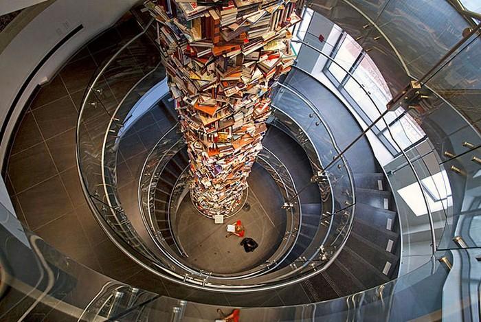Tower of Books  - башня из книг об Аврааме Линкольне