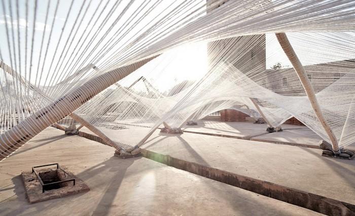 Loom-Hyperbolic – плетеная инсталляция для Биеннале в Марракеше