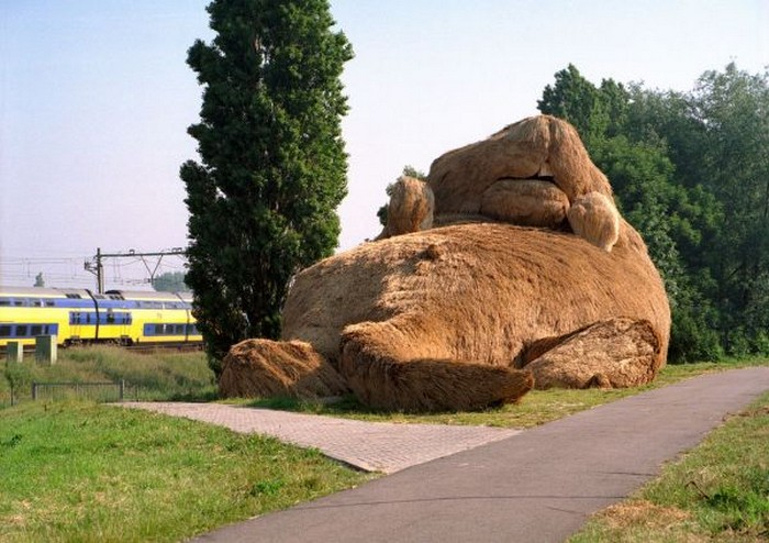 Гигантская ондатра – памятник вредителю дамб от Флорентина Хофмана (Florentijn Hofman)
