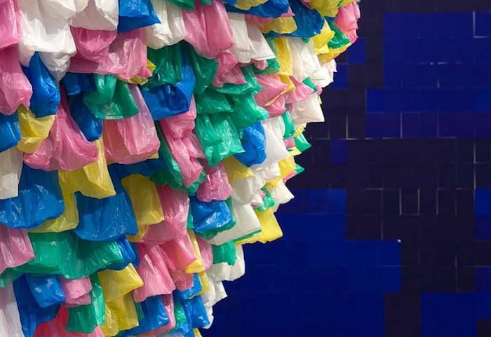 Мусорная инсталляция от Паскаля Мартина Тейю (Pascale Marthine Tayou)