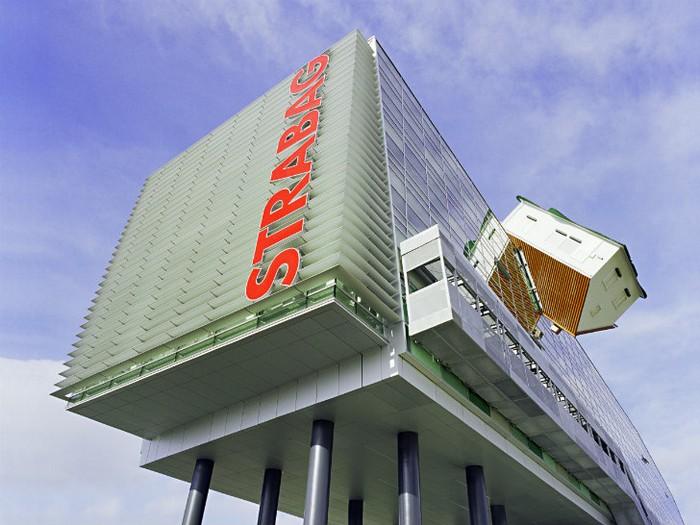 House Attack — необычное дополнение к зданию штаб-квартиры компании Strabag в Словакии