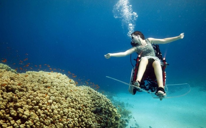 Подводная Параолимпиада. Художественные заплывы на инвалидной коляске от Сью Остин (Sue Austin)