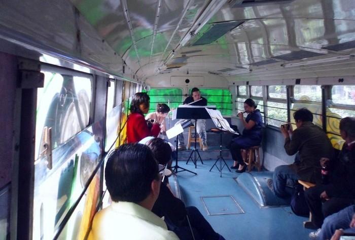 Арт-троллейбусы на улицах Мехико