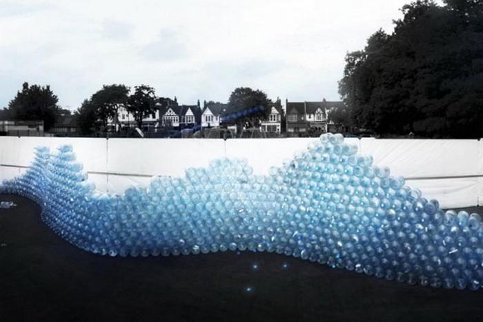 Waving Wall – инсталляция из бутылок ради экономии воды