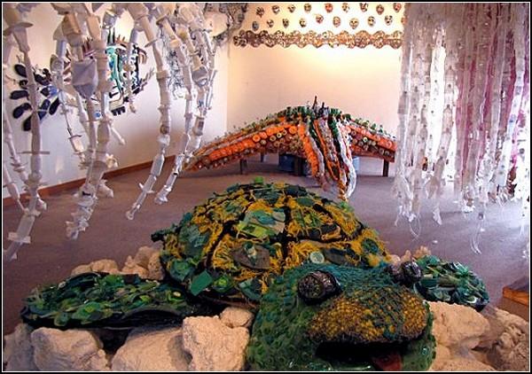 Мусорные скульптуры «Washed Ashore» от Анжелы Поззи (Angela Pozzi)