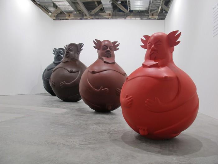 Aibudao – скульптуры-неваляшки от Аи Вейвея (Ai Weiwei) и Эрика Соу (Eric So)