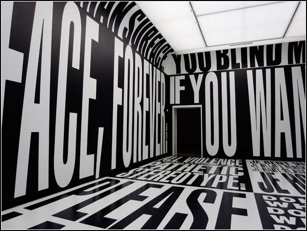 Отношение людей друг к другу в инсталляции Барбары Крюгер (Barbara Kruger)