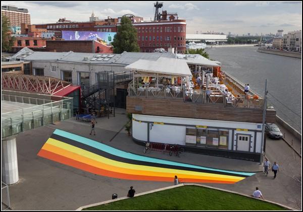 Радужная инсталляция от Lang Baumann в московском кафе «Стрелка»