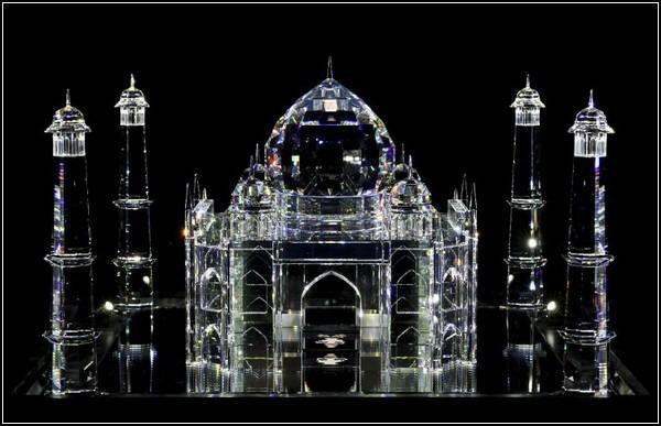 Кристаллический туризм от Swarovski и арт-группы «Синие носы»