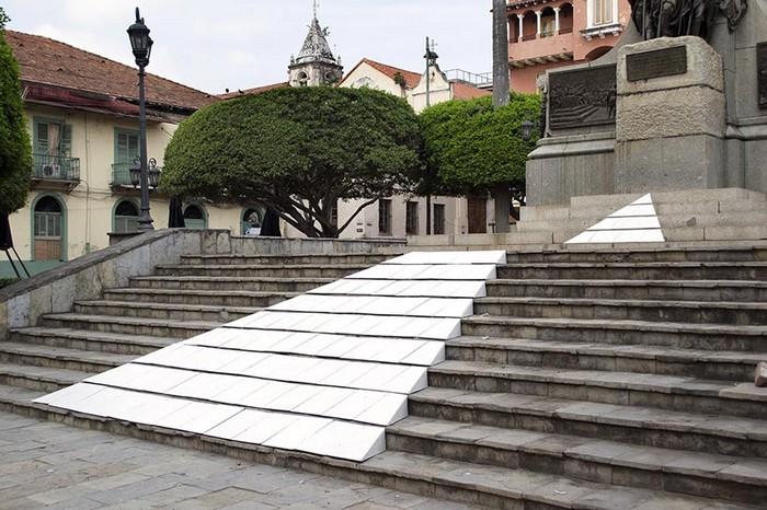 Simon Bolivar Steps – оккупация Симона Боливара от Миммо Рубино (Mimmo Rubino)