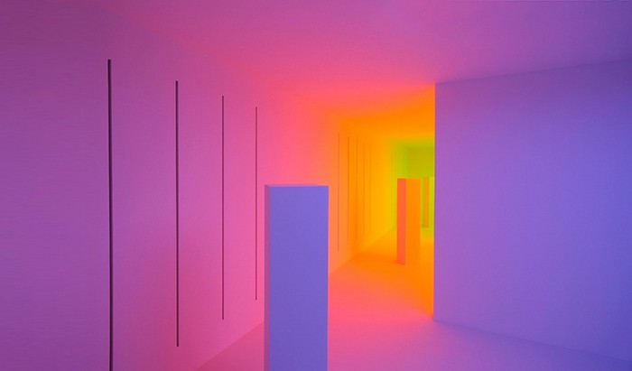 Chromosaturation — RGB-инсталляция от Карлоса Круз-Диеза (Carlos Cruz-Diez)