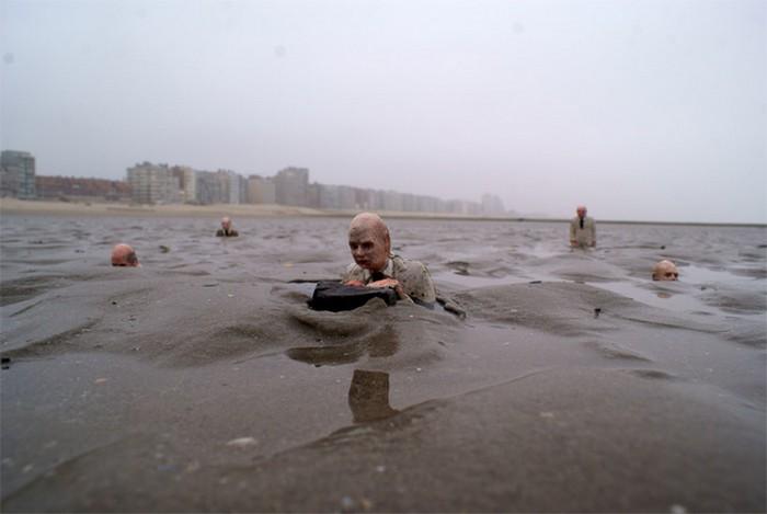 В ожидании потопа. Климатические инсталляции Исаака Кордала (Isaac Cordal)