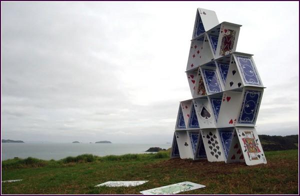 Collapse – «карточная» скульптура в Новой Зеландии