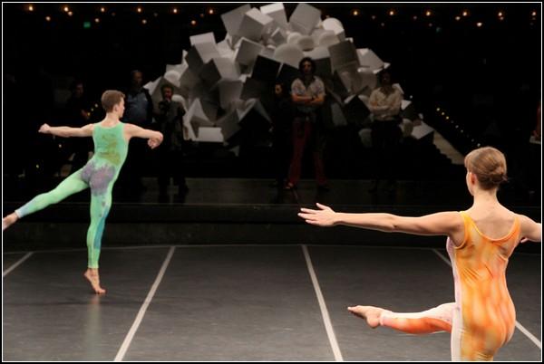 «Лавина» от Daniel Arsham: украшение зрительского зала