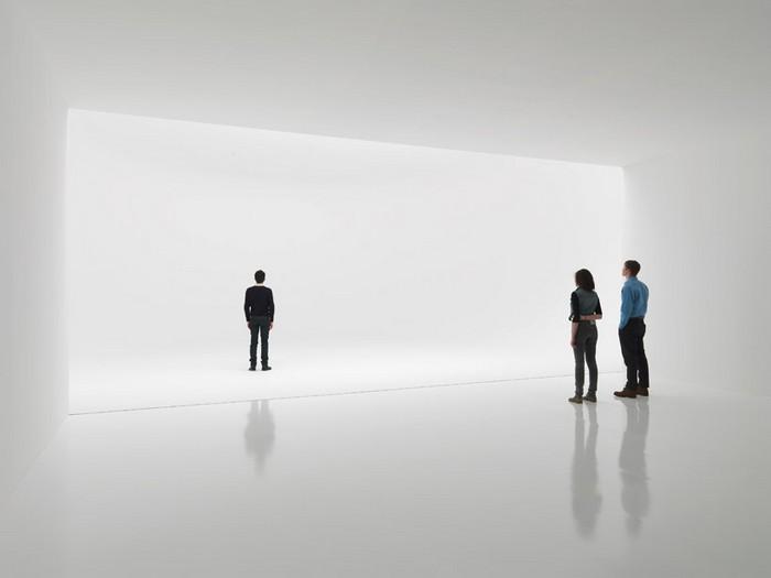 SA MI 75 DZ NY 12 – бесконечная инсталляция от Дуга Уилера (Doug Wheeler)