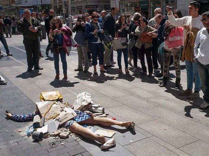 Fashion Victims – настоящие жертвы моды от, перфоманс от Иоланды Доминикес (Yolanda Dominguez)