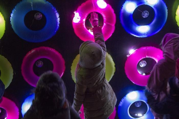 Floating Lights – световая инсталляция в Лионе, созданная из надувных кругов