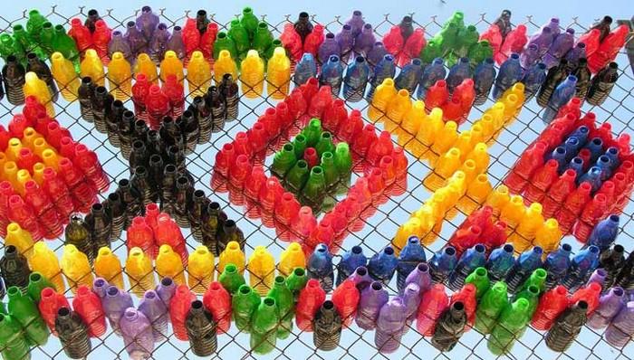 Инсталляция Argallios из пластиковых бутылок в школах Крита