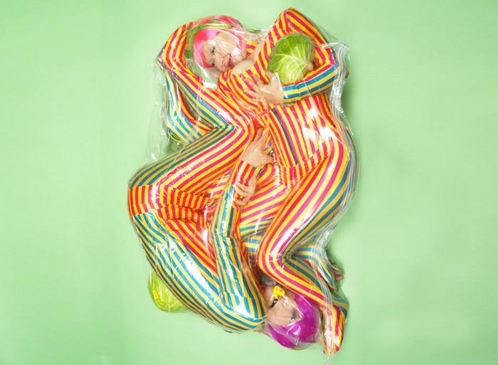 Влюбленные в вакууме в фотопроекте Flesh Love от Hal