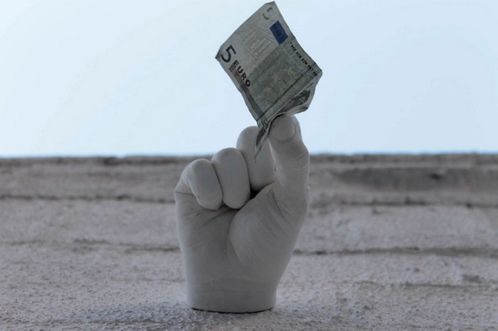 Hands – серия скульптур-попрошаек в Барселоне