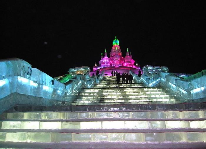 http://www.kulturologia.ru/files/u5694/harbin-ice-festival-1.jpg