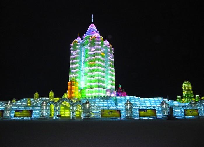 http://www.kulturologia.ru/files/u5694/harbin-ice-festival-2.jpg