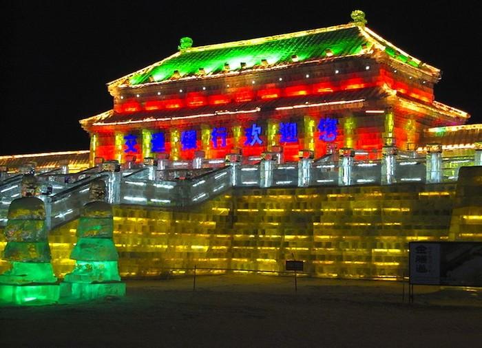 Фестиваль ледяных дворцов в Харбине