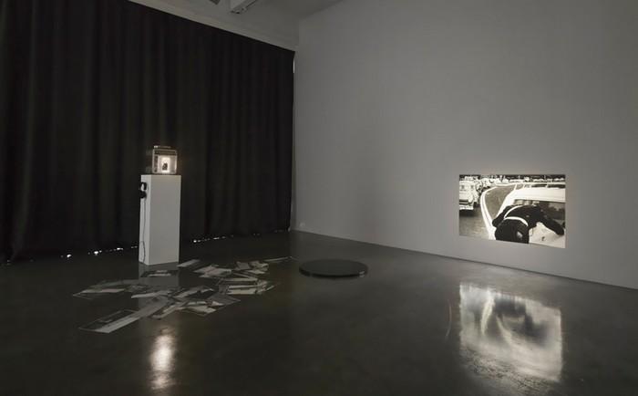 Tris Vonna-Michell, Hahn/Huhn: balustrade