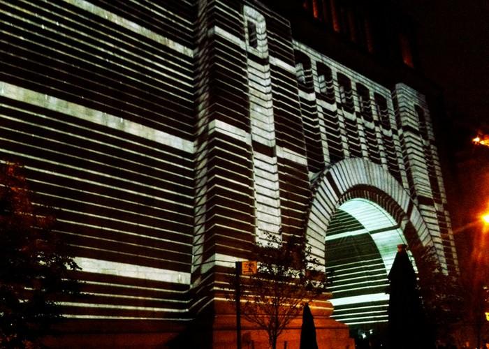 Immersive Surfaces - лазерные изменения Манхэттенского Моста