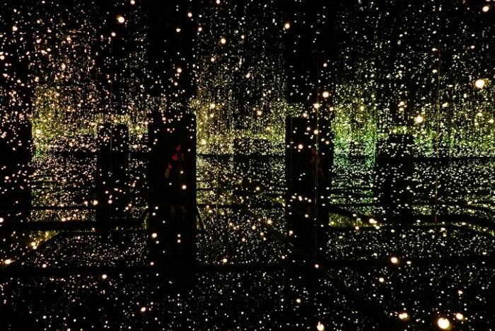 Бесконечная зеркальная комната Infinity Mirror Room от Yayoi Kusama
