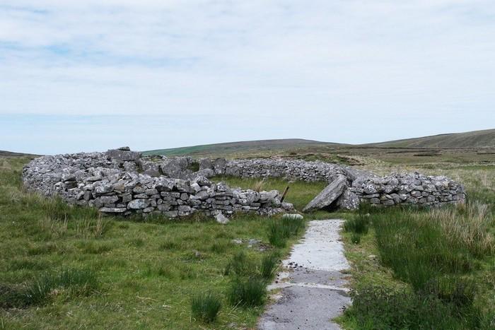 Кромлех на западном побережье Ирландии