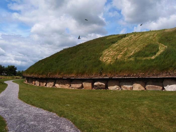 Ноут - древняя ирландская гробница в виде кургана