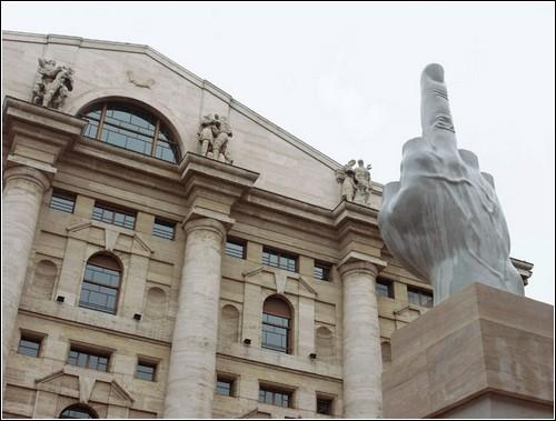 Маурицио Каттелан (Maurizio Cattelan) – выставка против идеологий