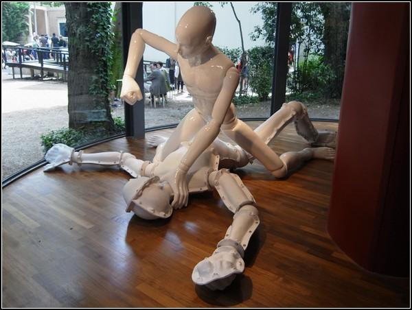 Pieta: self-hatred, Lee Yongbaek, Венецианская биеннале 2011